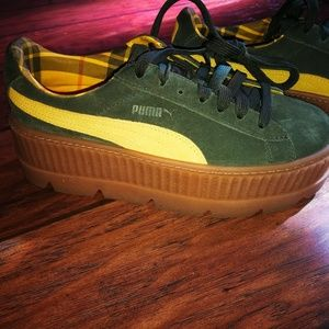 Rihanna Women's Green Puma Fenty Suede Cleated Cre
